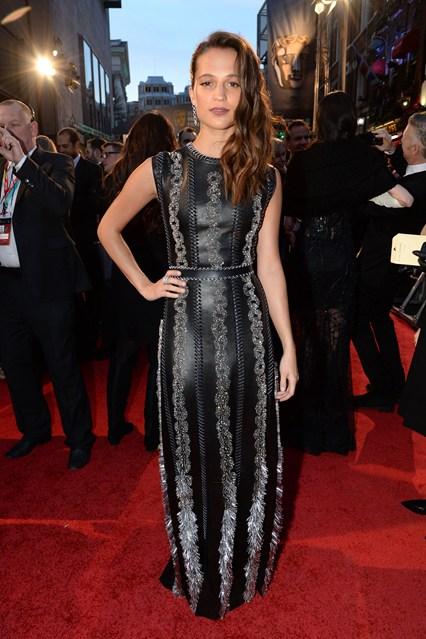 Alicia Vikander in Louis Vuitton SS16 ai BAFTAs 2016