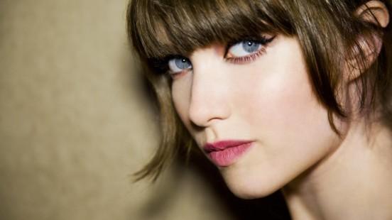 Grace Hartzel è il nuovo volto della campagna My Life is a Play. La modella è chiamata ad interpretare le tre anime dell'iconica fragranza Signorina Salvatore Ferragamo.