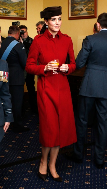 La Duchessa di Cambridge in L.K Bennett alla cerimonia della RAF Search and Rescue in Anglesey