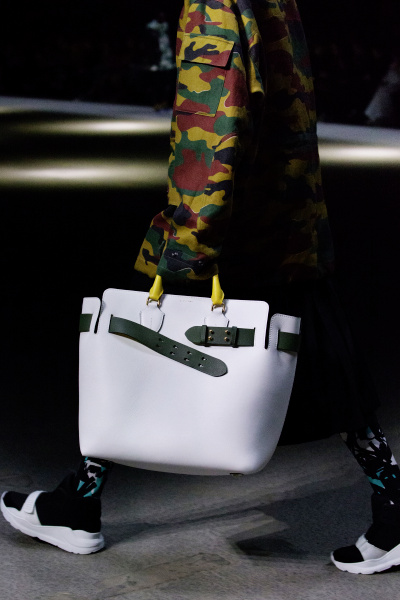 The Belt Bag - Burberry February 2018 Show_002