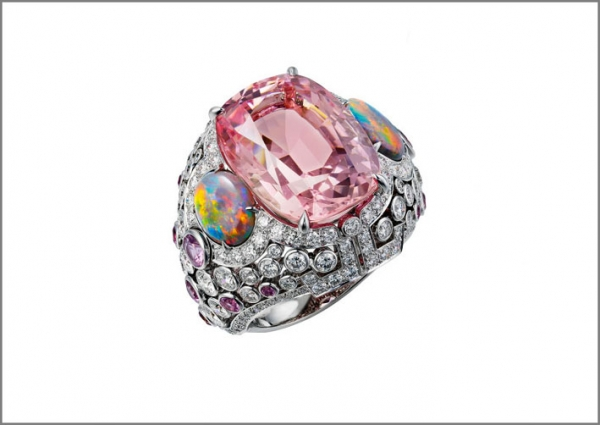 Cartier Coloratura Anello Yoshino in oro bianco, opali, zaffiri rosa, diamanti, morganite di 172 carati