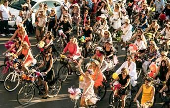 KLM  Fancy Women Bike Ride