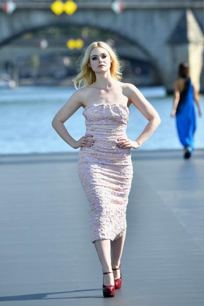 Elle Fanning al L'Oreal Defilè, Paris Fashion Week