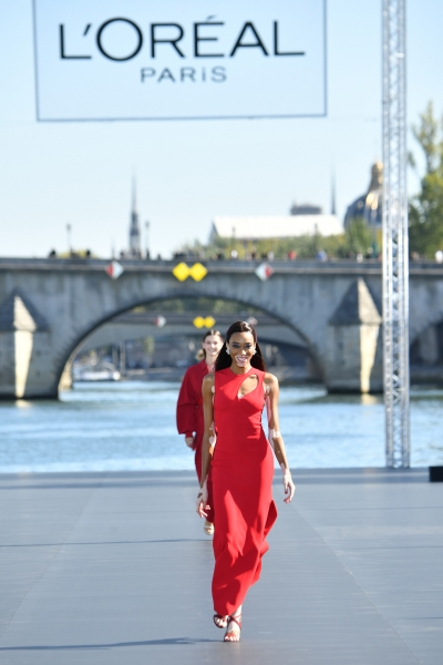 Winnie Harlow  al L'Oreal Defilè, Paris Fashion Week