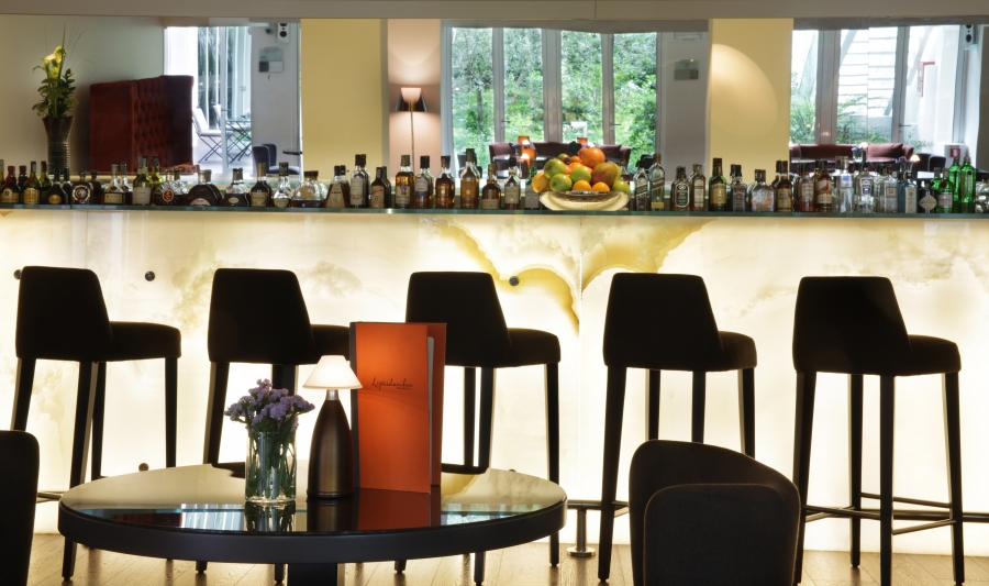 1.Lounge Bar Liquidambar