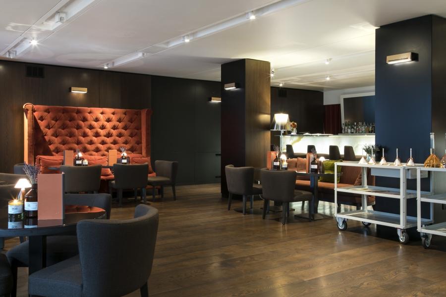 2.Lounge Bar Liquidambar