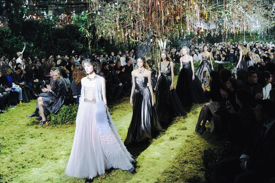 Haute couture 2017 : le novità di Dior e Schiaparelli